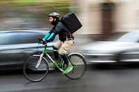 """Bicycle courier for the """"Deliveroo"""" delivery service, Roberto Urso (29), on his way to deliver a customer's order in Berlin, Germany, 18 November 2015. PHOTO: GREGOR FISCHER/"""
