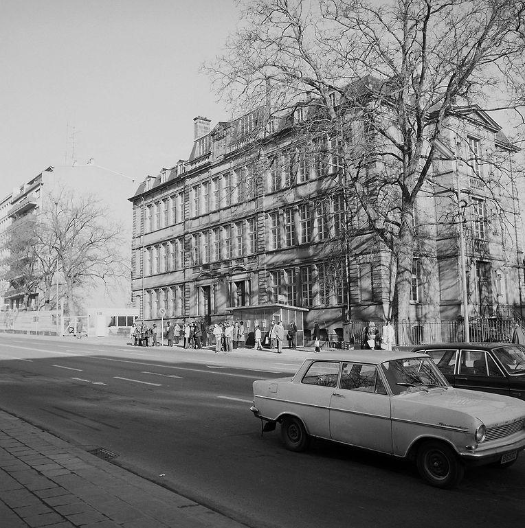 Von 1881 bis 1974 stand auf dem Gelände eine Grundschule: die Aldrengerschoul.
