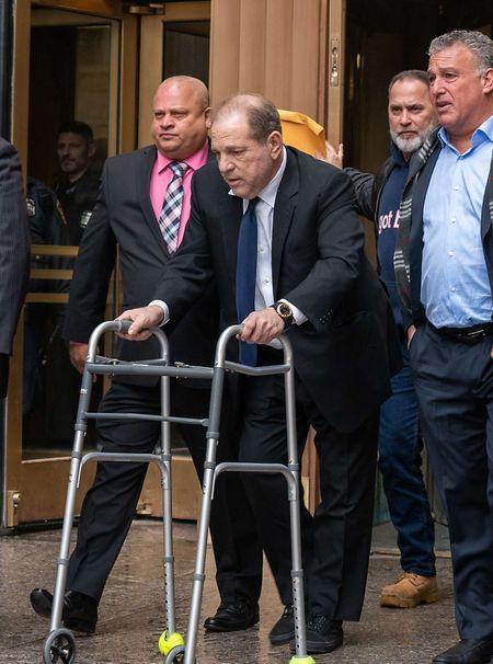 """Laut dem Magazin """"Variety"""" muss sich Weinstein nach einem Autounfall im August einer Rücken-Op unterziehen."""