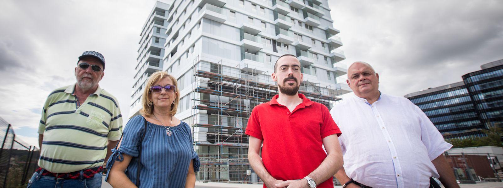Romain Stolz, Delia Pifarotti, Philippe Majeres und Jean-Jacques Ruppert (v.l.n.r.) warten nun lange Monate darauf, dass ihre Wohnung im Capelli-Doppelturm abgeschlossen wird.