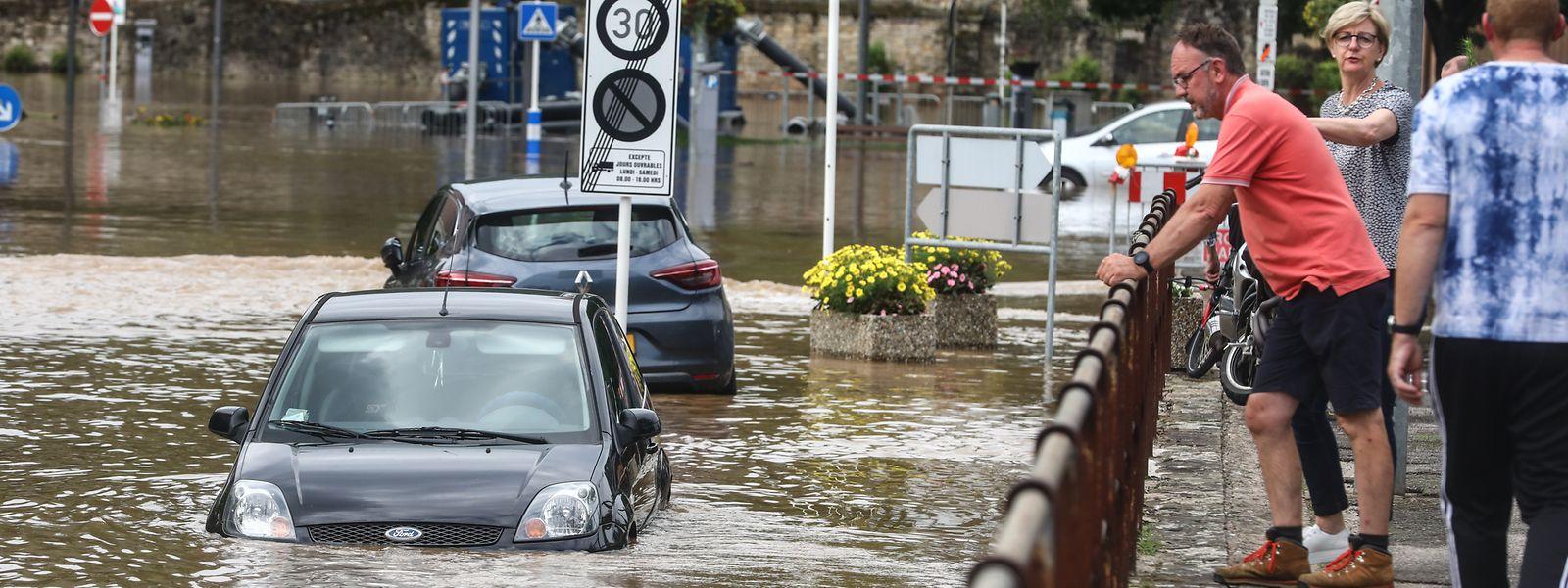 Comme ici, à Echternach, de nombreux automobilistes ont eu la désagréable surprise de retrouver leur voiture au milieu des eaux.