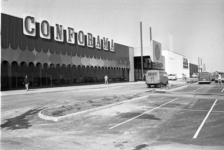En 1988, aucune extension du bâtiment n'étant autorisée, le magasin Conforama est relogé sur un terrain attenant à Belle Étoile.