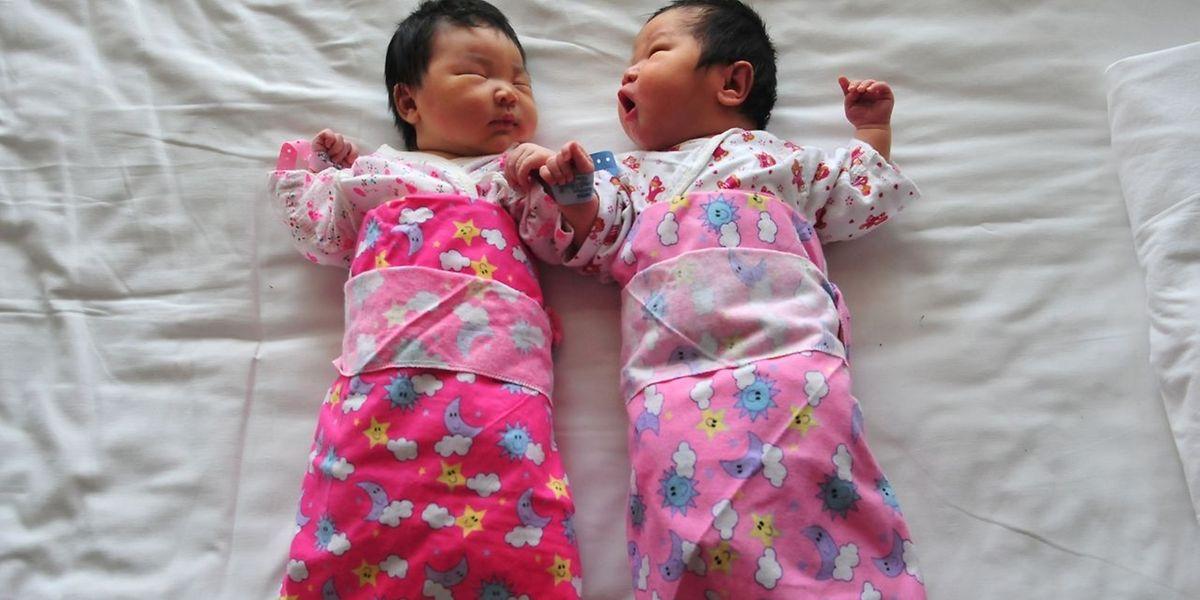 Chinesische Familien dürfen künftig zwei Kinder bekommen.
