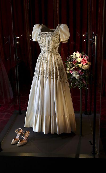 Das Hochzeitskleid von Prinzessin Beatrice, das zuvor der Queen gehörte, ist seit Donnerstag auf Schloss Windsor für Besucher ausgestellt.