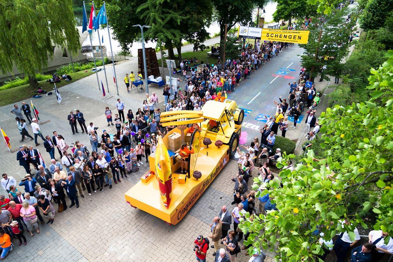 Auch beim Start der 4. Etappe in Bad Mondorf war das Publikumsinteresse groß.