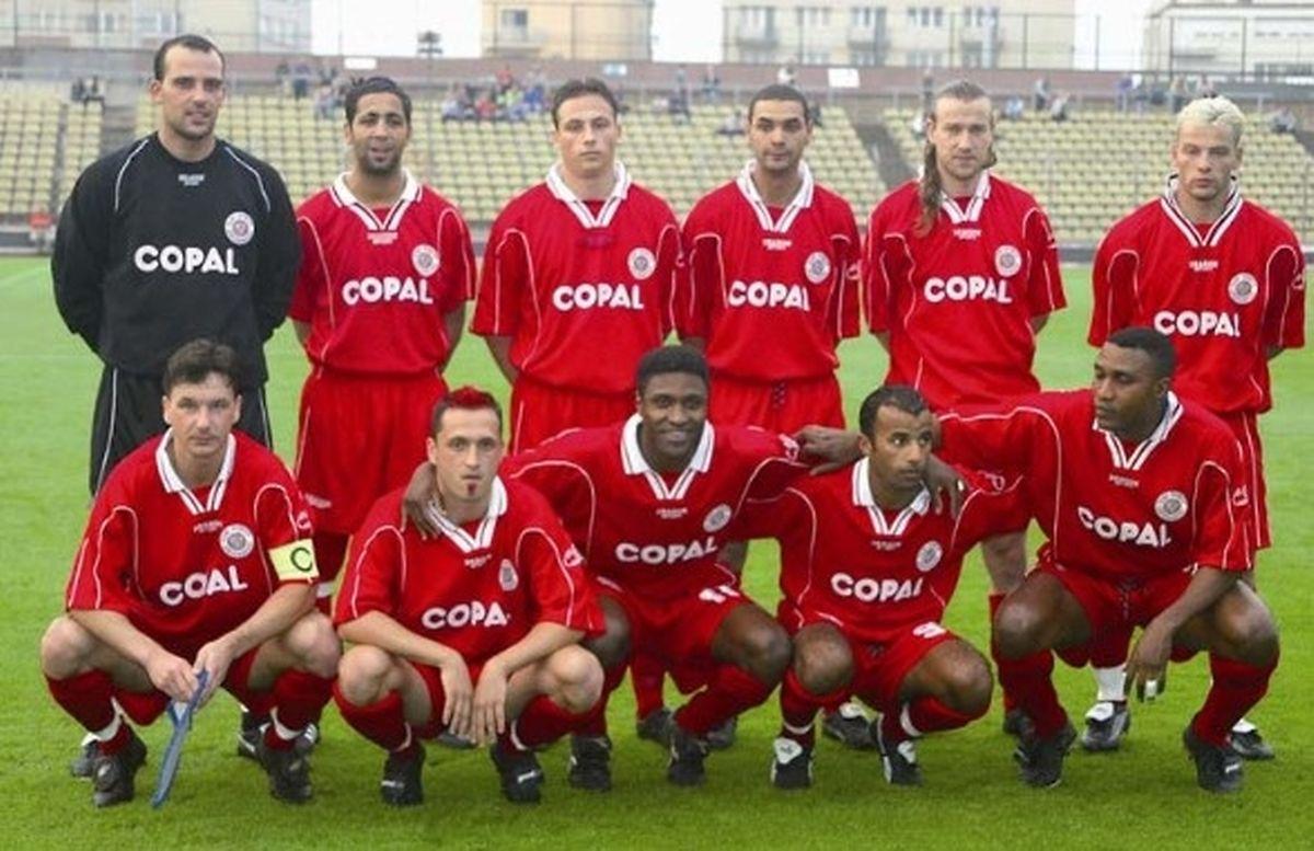 Jonathan Joubert (en haut, à gauche) et ses partenaires du CSG avant le match retour contre l'Anorthosis Famagouste, le 28 août 2002 au stade Josy Barthel. Dan Huss est placé en haut, à droite de la photo.