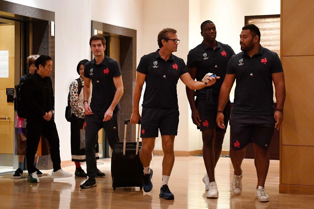 Le coach-assistant français, Fabien Galthie (au centre)et ses joueurs seront désoeuvrés ce week-end