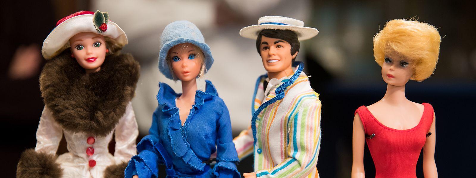 Ken – hier als Hahn im Korb zwischen Puppen aus den Jahren 1995, 1975 und 1962 (v.l.n.r.) – und Barbie legten von 2004 bis 2011 eine Beziehungspause ein.