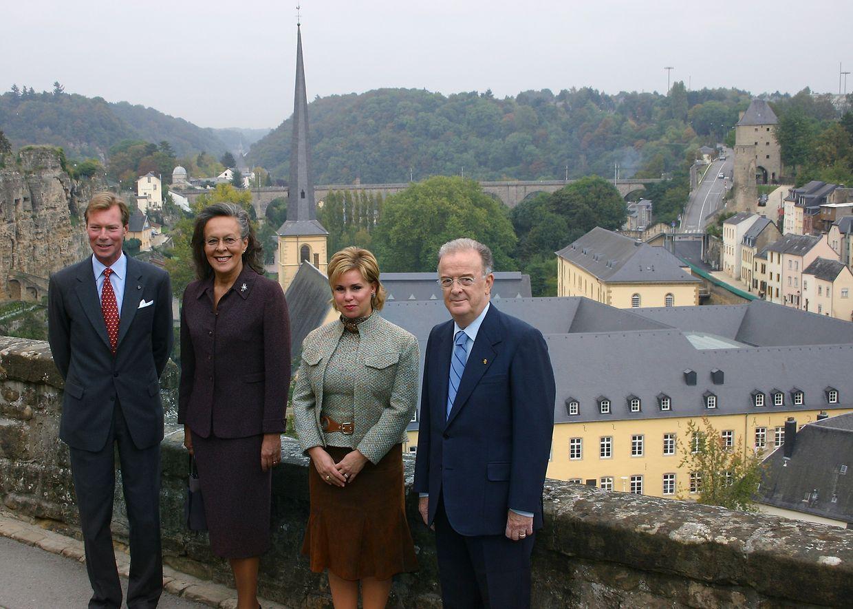 Os dois casais em visita à Corniche, no centro histórico do Luxemburgo.