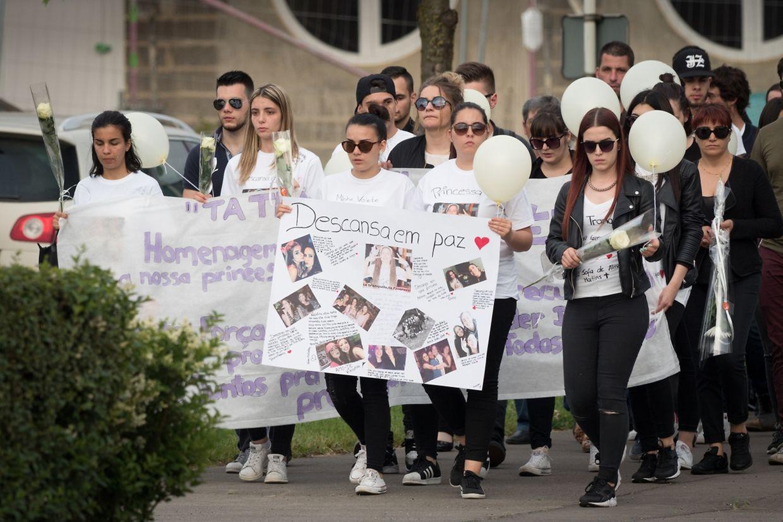 Sehr viele haben am Dienstagabend am Trauermarsch in Esch/Alzette teilgenommen.