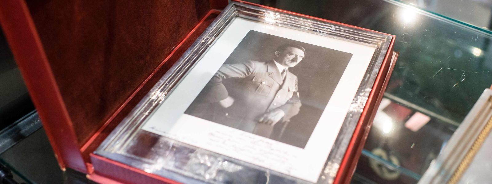 Hitler und kein Ende: In München wurden Nazi-Memorabilia versteigert. Das Bieter-Interesse war immens.