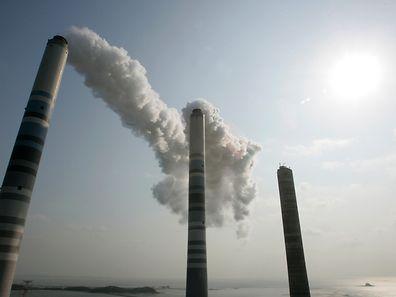 Der Handel mit CO2-Emissionsrechten gilt als effektive Methode, um Unternehmen dazu zu bewegen, in umweltfreundliche Technologien zu investieren.