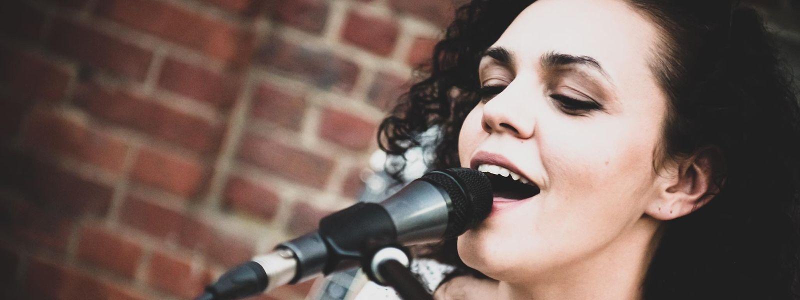 A cantora e compositora Nelly Pereira