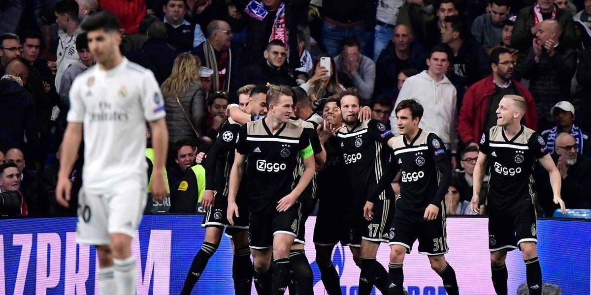 Les joueurs de l'Ajax à la fête. Les Néerlandais disputeront les quarts de finale, une première depuis 2003.