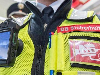 A Berlin, le personnel de la Deutsche Bahn est maintenant équipé d'une bodycam
