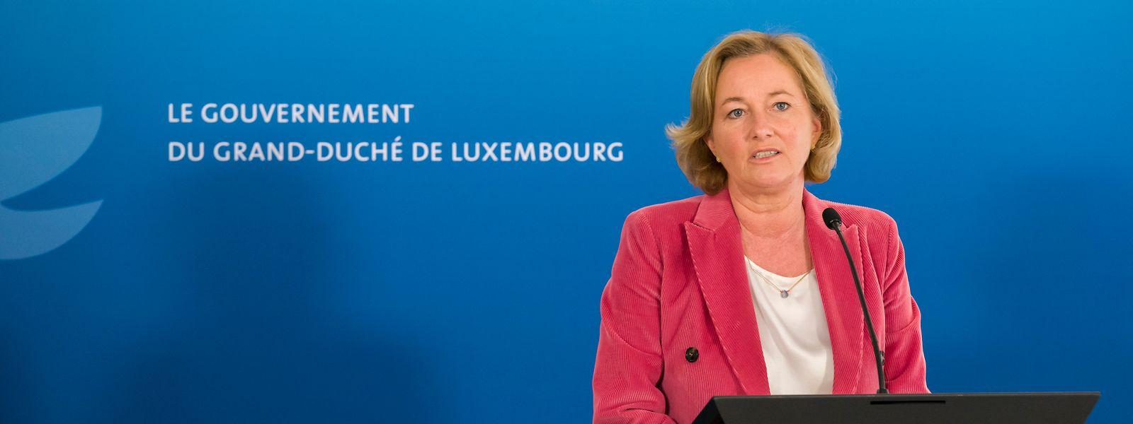 Gesundheitsministerin Paulette Lenert bei einer Pressekonferenz.