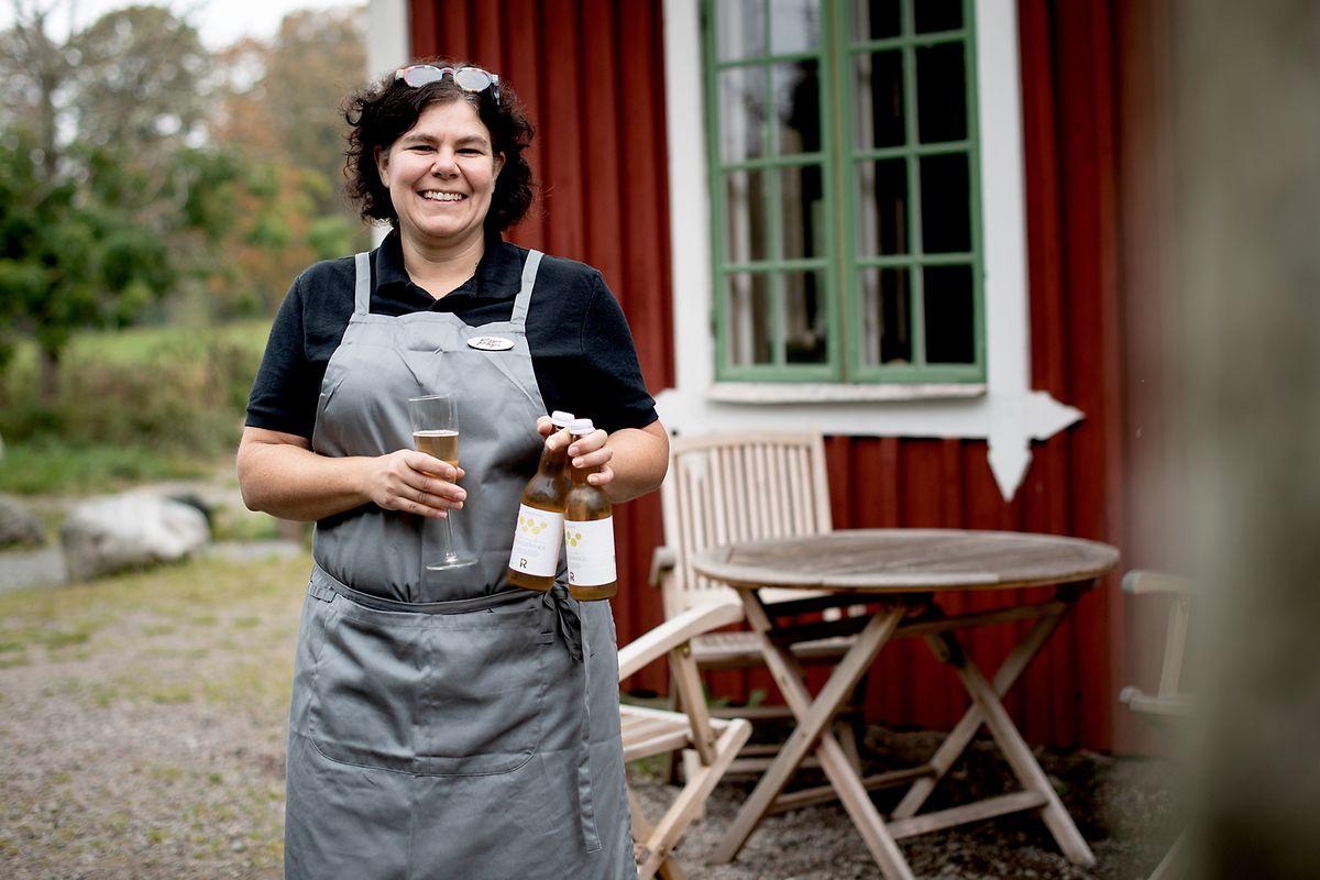Im Landcafe von Marie Renevall in der Nähe von Växjö gibt es einen Fruchtsaft aus weißer Johannisbeere. Er sieht so aus wie Sekt, prickelt auch so und hat es als alkoholfreie Alternative aufs Festbankett der Nobelpreisverleihung geschafft.