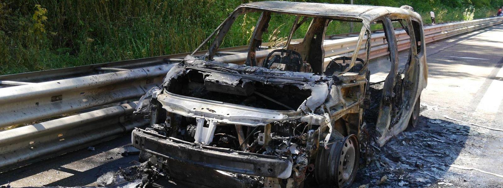 Das Auto ist auf dem Autobahnteil zwischen Trier und Trier-Ehrang vollständig ausgebrannt.