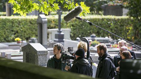 """Ein Emmy-Gewinner vor der Kamera eines Luxemburger Regisseurs: der niederländische Star Maarten Heijmans (l.)hat die Hauptrolle im Psychothriller """"Péitruss"""" übernommen."""