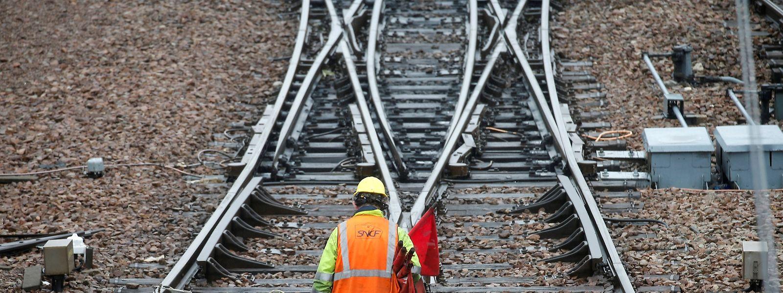 Auch am Freitag wird das französische Eisenbahnnetz bestreikt - zum Leidwesen Tausender Pendler.