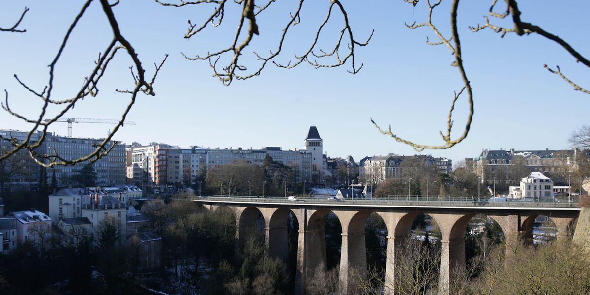 Die im Volksmund Passerelle oder auch Al Bréck genannte Kreisbogenbrücke entstand 1861.