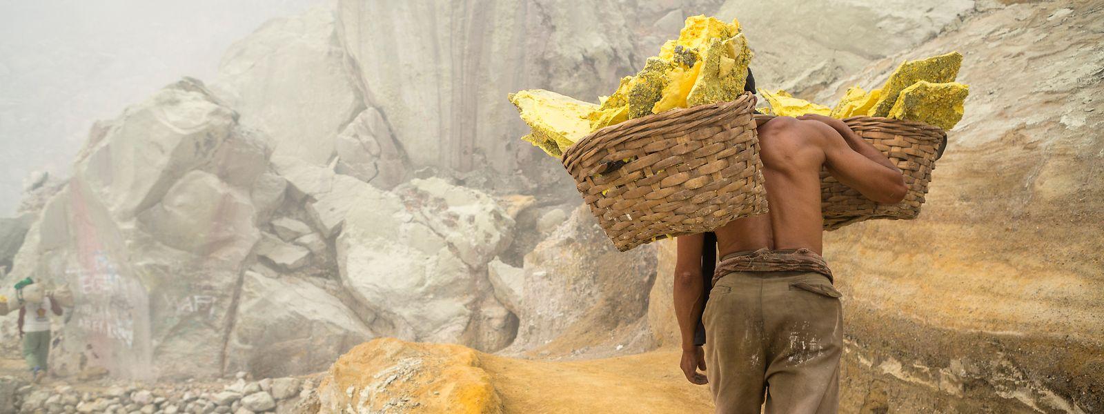 L'ONU dénonce régulièrement les conditions de travail inhumaines dans les mines de soufre.
