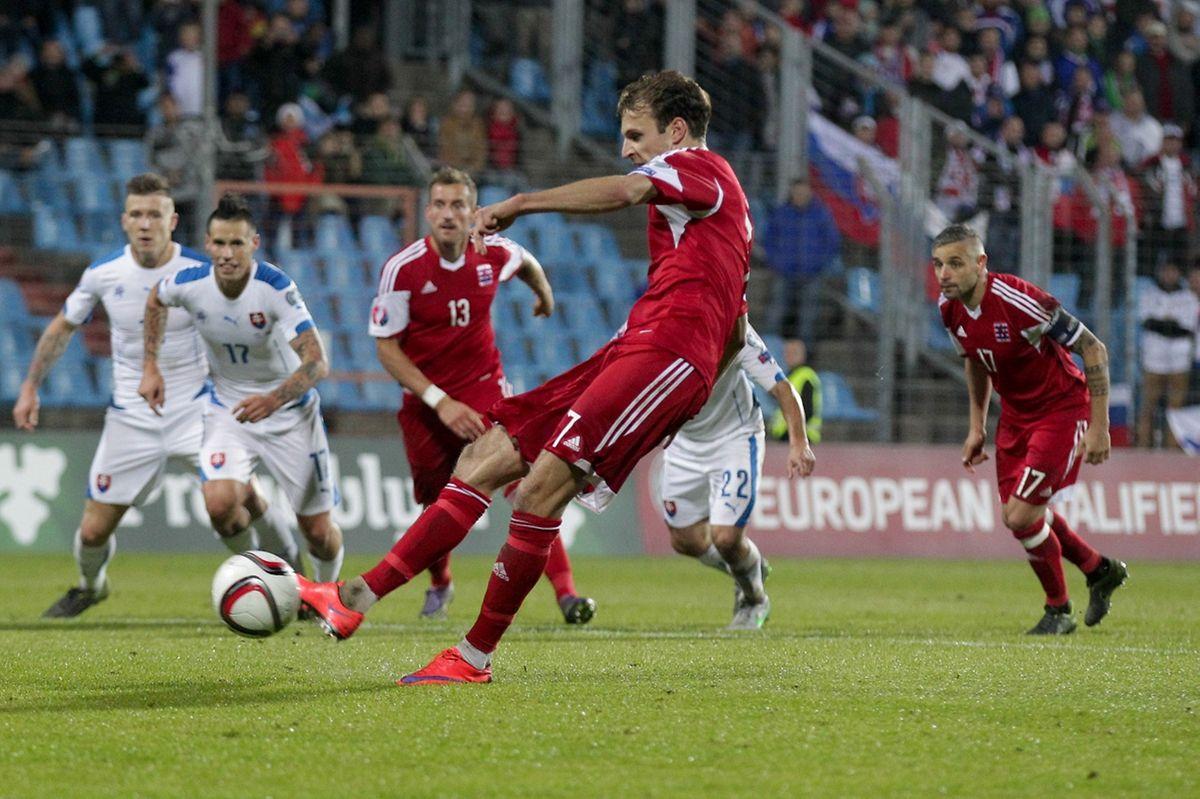 """Lars """"El Duro Gerson ne tremble pas et inscrit le dernier but luxembourgeois de cette campgane. C'est lui qui avait ouvert le compteur face à la Biélorussie."""
