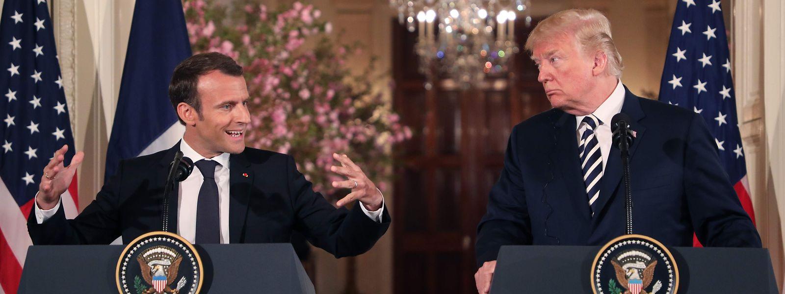 Große Gesten: Emmanuel Macron (l.) und Donald Trump.
