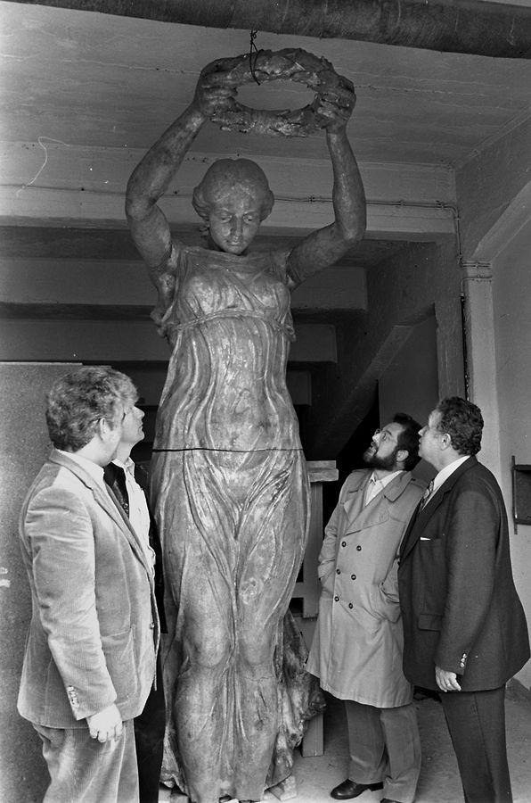 Disparue durnat 31ans, la Gëlle Fra refait surface en 1981: elle a été retrouvée sous une tribune du Stade Josy Barthel. Personne n'a idée de la manière dont elle est arrivée là.