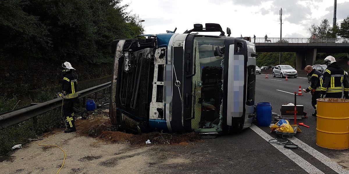 Auf Höhe der Aire de Berchem ist am Mittwoch ein Lastwagen umgekippt.