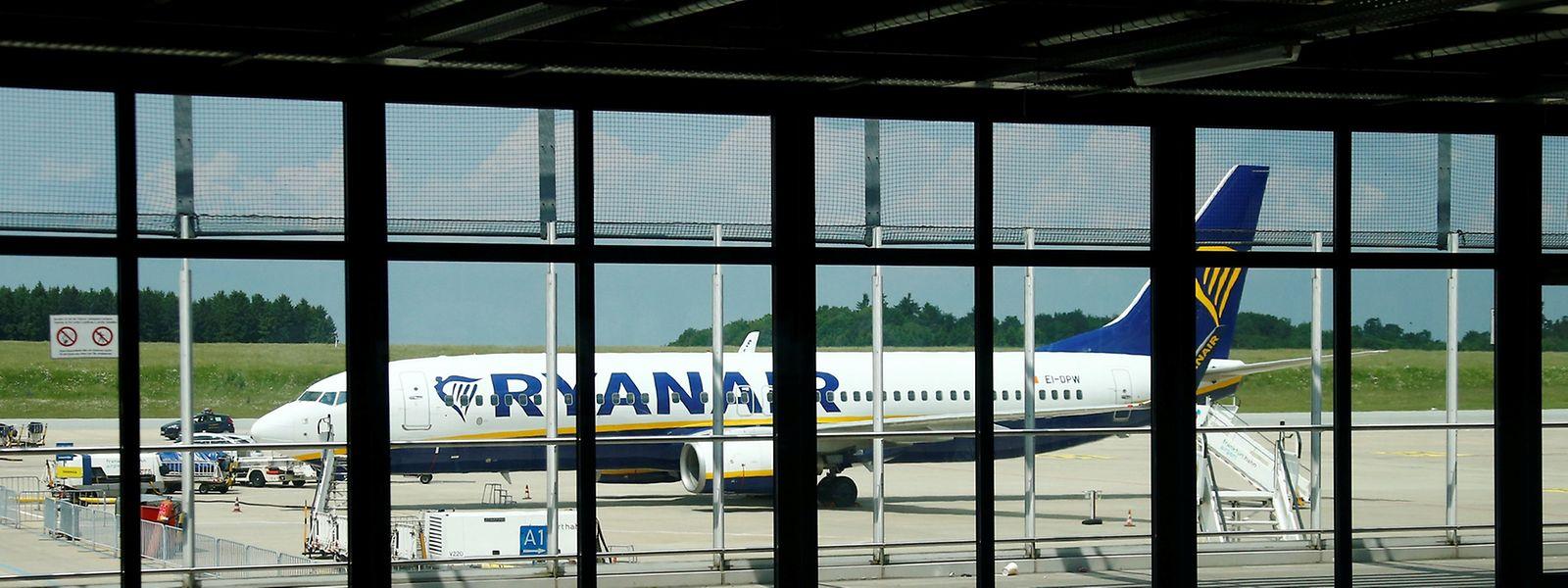 Die Billigfluggesellschaft hat einen fünfjährigen Abfertigungsvertrag mit dem defizitären Flughafen Hahn unterzeichnet und sieht kein Problem darin, neben Luxemburg und Frankfurt längerfristig auch den Hunsrück-Airport anzufliegen.