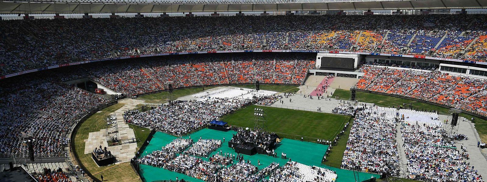 Trump sprach in einem Cricket-Stadion vor rund 100 000 Menschen.