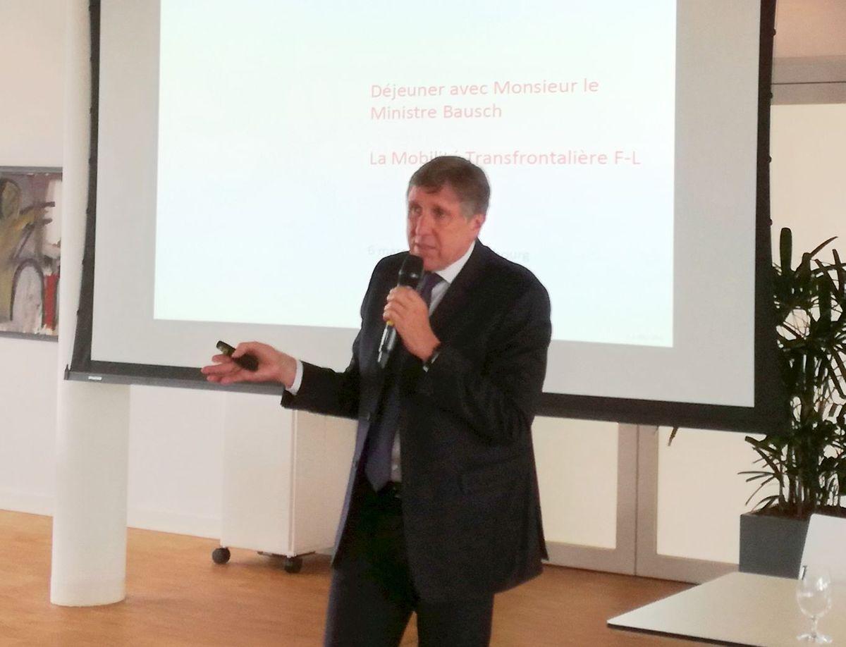 François Bausch a fait une courte présentation de la politique des transports au Luxembourg et des grands projets en cours: tram, P+R, réseau de bus, la nouvelle gare de Howald, etc.