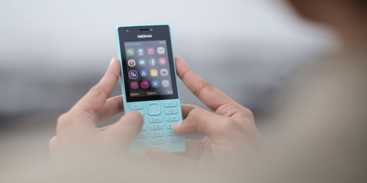 Farbenfrohes Featurephone: Das Nokia 216 bietet unter anderem Browser, Audioplayer und Kameras auf beiden Seiten. Wie beim Vorgänger Nokia 215 dürfte der Preis bei rund 40 Euro liegen.