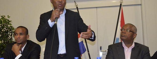 Ulisses Correia e Silva, ao centro, foi eleito primeiro-ministro de Cabo Verde a 20 de Março