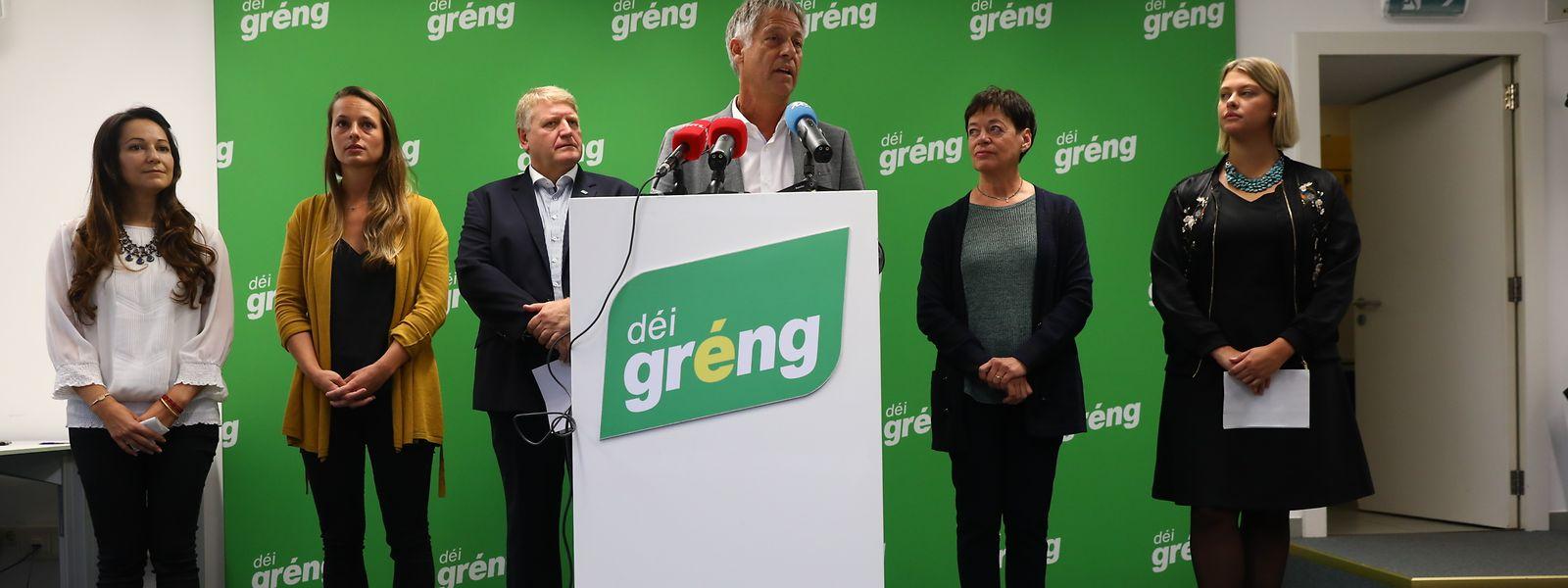 Henri Kox (Bildmitte) wird Wohnungsbauminister, Semiray Ahmedova und Chantal Gary (1. und 2. v.l.) werden in die Chamber nachrücken.