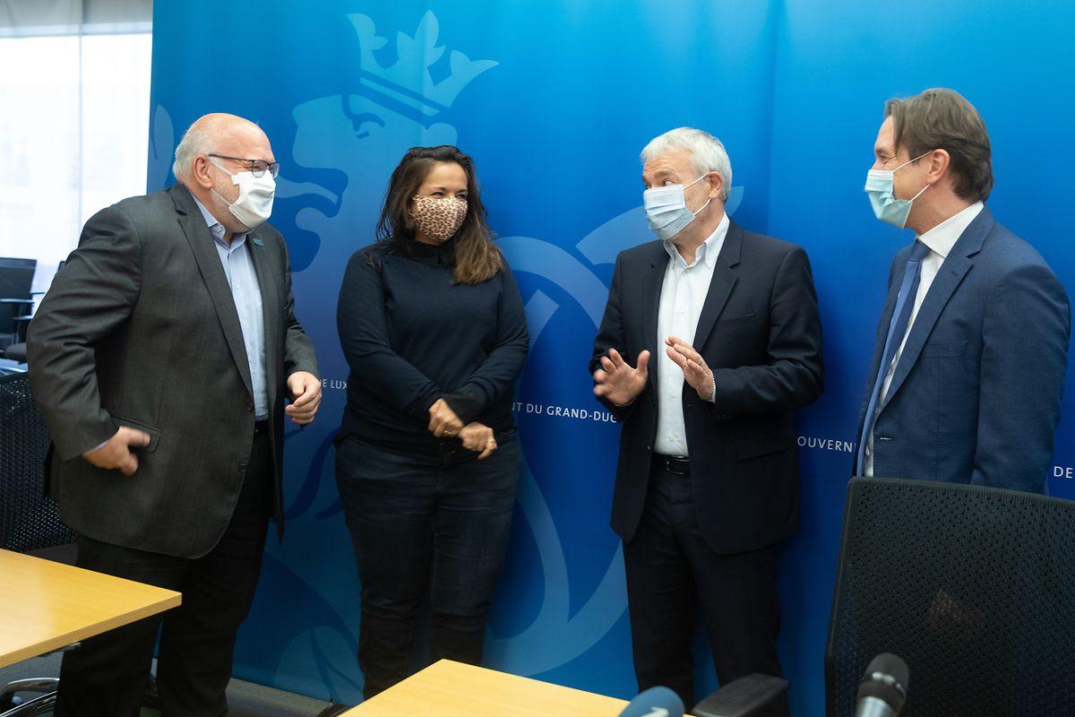 Patrick Dury (LCGB), Nora Back (OGBL), Dan Kersch und Jean-Paul Olinger (UEL) (v.l.n.r.) bei der Vorstellung der neuen Schnelltest-Aktion.