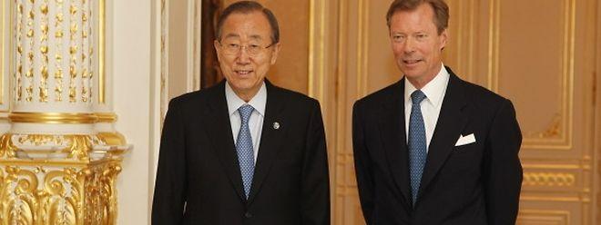 O secretário-geral da ONU, Ban Ki-moon, com o Grão-Duque Henri, em 2015, durante uma visita ao Luxemburgo.