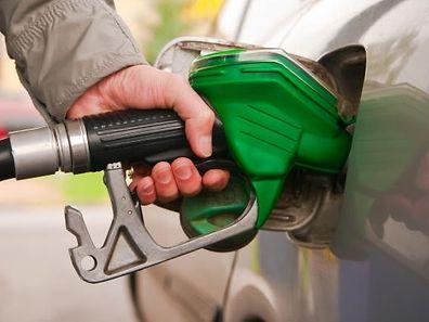 A gasolina sem chumbo 95 passa a custar 98 cêntimos por litro, enquanto a de 98 octanas custará 1,03 euros
