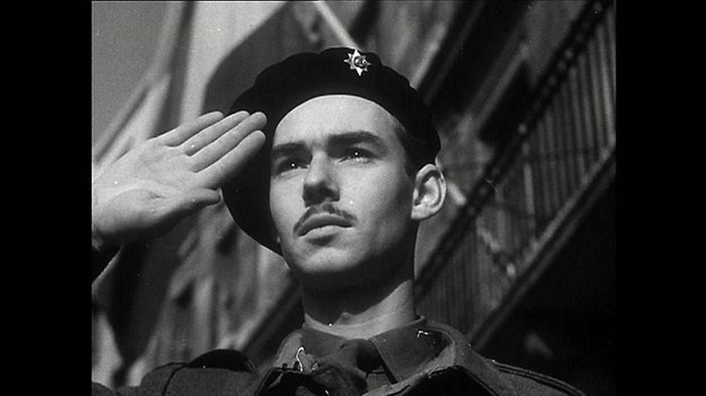 12 de setembro de 1944: O então príncipe Jean em frente ao edifício da comuna de Dudelange