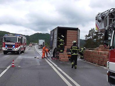 Der Laster hatte 20,0 Tonnen Kondensmilch geladen.