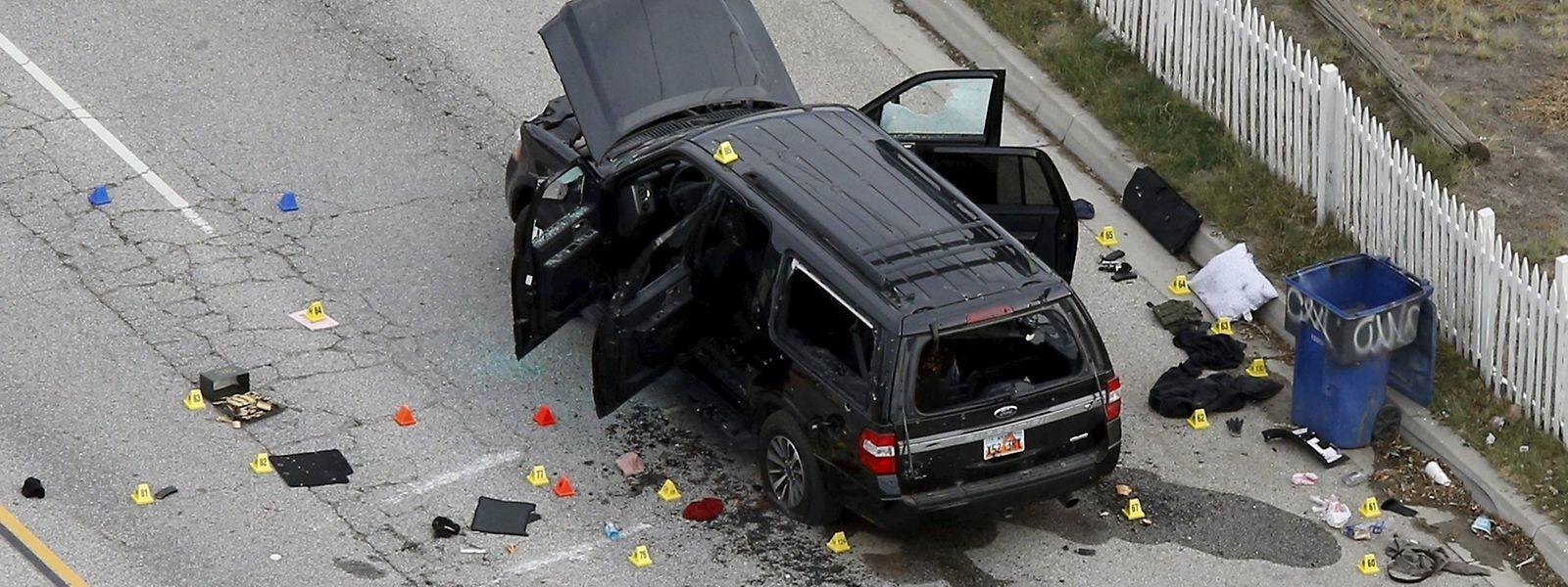 Die Überreste eines SUV nach der Schießerei.
