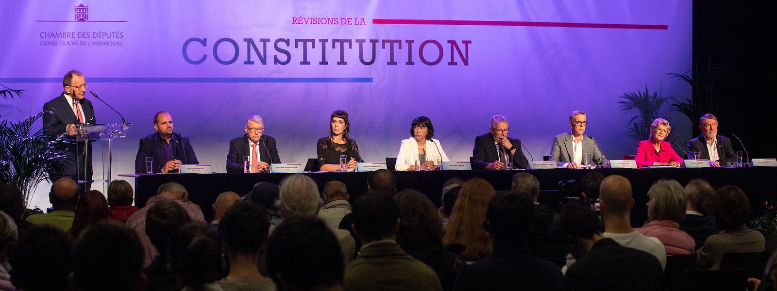 Das Parlament hatte am Freitag zu einer Informationsversammlung zum Thema Verfassungsreform eingeladen.