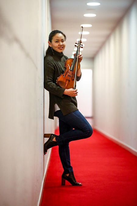 Stella Chen et son Stradivarius de 1708: son nouveau compagnon pour les quatre années à venir.