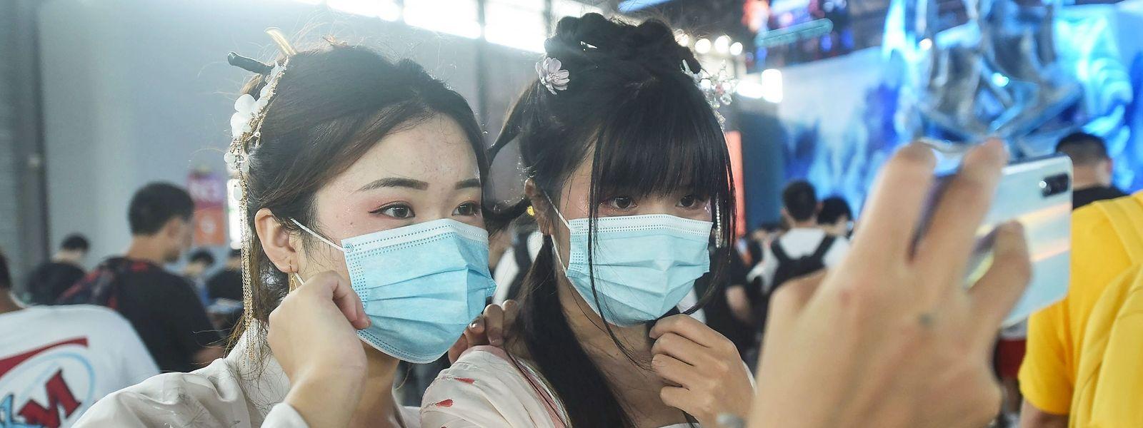 De mars à mai 2020, la Chine a écoulé à l'étranger dix fois  plus de masques qu'elle n'en avait produit au total en 2019. Mais le marché s'érode.
