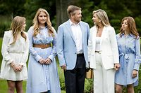 Netherlands' King Willem-Alexander, Queen Maxima, Princess Amalia, Princess Alexia and Princess Ariane pose in the garden of Paleis Huis ten Bosch, The Hague on July 17, 2020, during the traditional photo session at the start of the summer holiday. (Photo by Sem VAN DER WAL / ANP / AFP) / Netherlands OUT