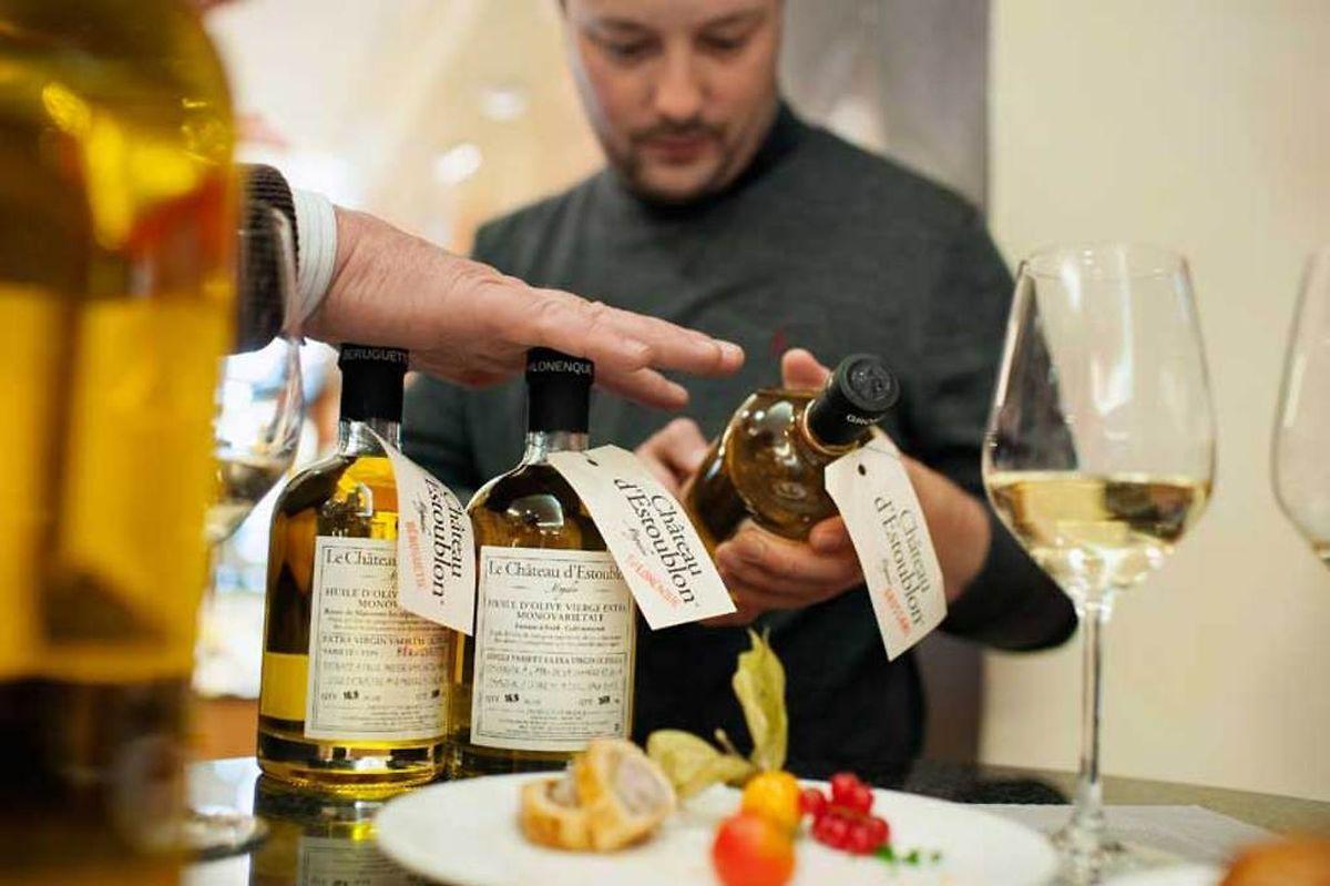 Wer beim Olivenölkauf auf korrekte Erzeugerangaben achtet, kann sich vor gepanschter Ware schützen.