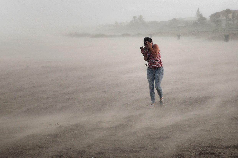 Les premiers vents de Dorian commencent à se faire sentir en Floride.