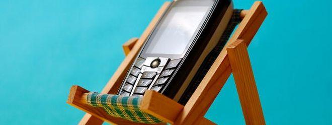 Telefonieren aus dem Urlaub bleibt also doch kostenpflichtig.