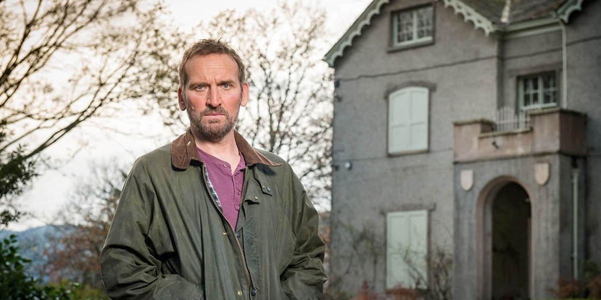 Christopher Ecclecstone spielt den von seiner Vergangenheit getriebenen Robert als introvertierten und misstrauischen Mann.